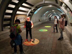 在西子灣隧道裡